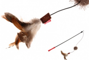 GIGWI TEASER FEATHER TAIL W/BALL 60CM